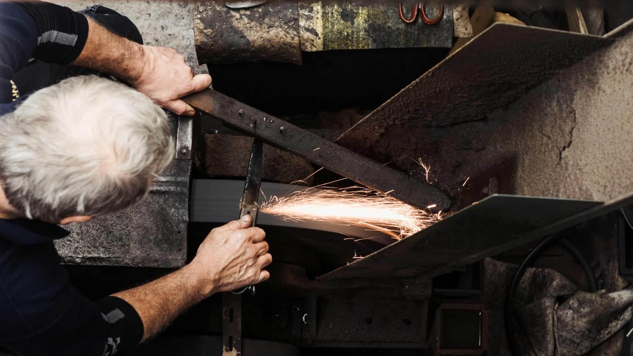 making-bespoke-tailoring-shears